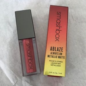BNIB SMASHBOX HOT DAMN ABLAZE METALLIC MATTE LIP